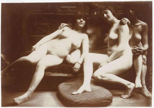 """""""Groupe de quatre femmes nues"""", photographie de François-Rupert Carabin, entre 1895 et 1910, musée d'Orsay."""