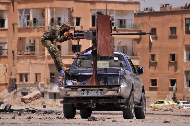 Un membre des forces kurdes dans la ville d'Hassaké, reprise à l'Etat islamique.