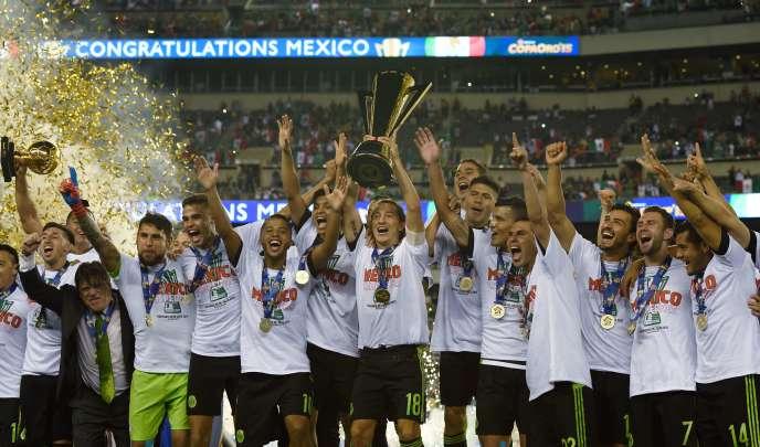 Les Mexicains soulèvent le trophée de la Gold Cup 2015.