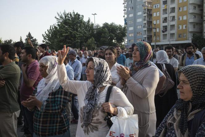 Manifestation contre les frappes turques visant des positions du PKK en Irak, à Diyarbakir (au Kurdistan turc), le 25 juillet.