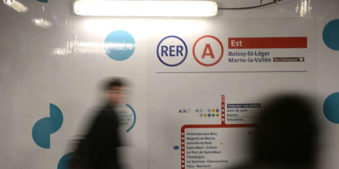 Dans la ligne du RER A à Paris, en janvier.