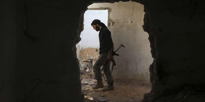 Un membre de l'Armée syrienne libre à Jobar, en juillet 2015.