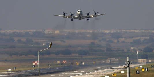 La Turquie a mené pour la première fois, vendredi 29 août, des raids en Syrie contre les djihadistes de l'Etat islamique (EI) avec la coalition. Ankara a également donné son feu vert aux Américains pour l'utilisation de sa base aérienne d'Incirlik, en vue d'une offensive commune contre l'Etat islamique.