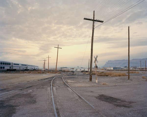 Lever de soleil près de Grand Junction, dans le Colorado, où les rails subissent l'assaut de la poussière du désert.