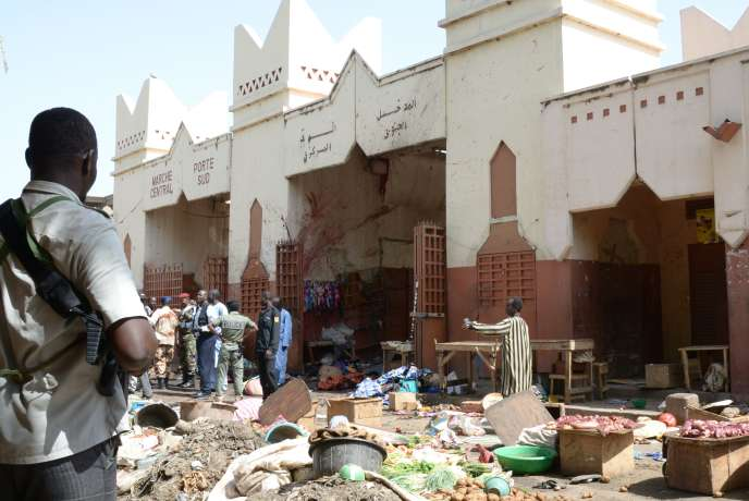 Le marché de N'Djamena au Tchad après l'attentat-suicide du 11 juillet 2015 revendiqué par Boko Haram.