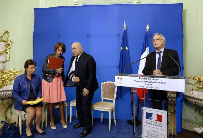 Le Ministre du Travail Francois Rebsamen (au micro) avec Clotilde Valter, Marisol Touraine et Michel Sapin, à Paris le 27 juillet 2015.
