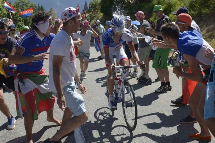 Le coureur Thibaut Pinot lors de l'ascension de l'Alpe d'Huez, le 25 juillet 2015.