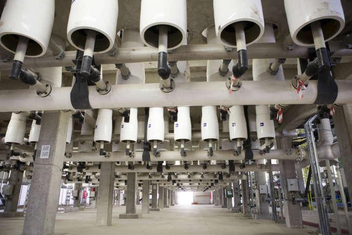 Conduites d'eau dans l'usine de désalinisation de Sorek en Israël, le 4 mai 2014.