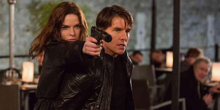 La comparaison entre la réalisation de Brad Bird pour le précédent opus de la saga (« Ghost Protocol ») et celle de Christopher McQuarrie, réalisateur de ce cinquième volet (« Rogue Nation») nuit un peu au second : on aura beau chercher, les 2 h 11 agréables de « Rogue Nation » n'ont pas le nerf d'une seule scène de « Ghost Protocol ». Mais surtout, on ne s'étonne plus de tout de ce qu'Ethan Hunt (Tom Cruise) peut faire.