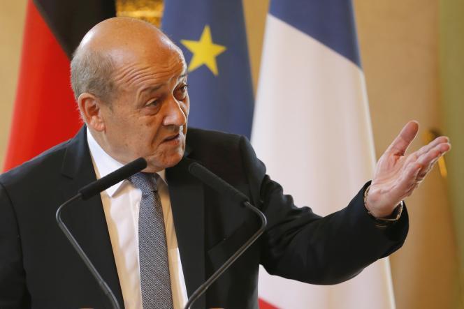 « Le montant exact sera communiqué au Parlement parce qu'il y aura une loi de ratification et le Parlement va être saisi très rapidement et du montant et du dispositif », a réagi sur RTL, jeudi, le ministre de la défense Jean-Yves Le Drian.