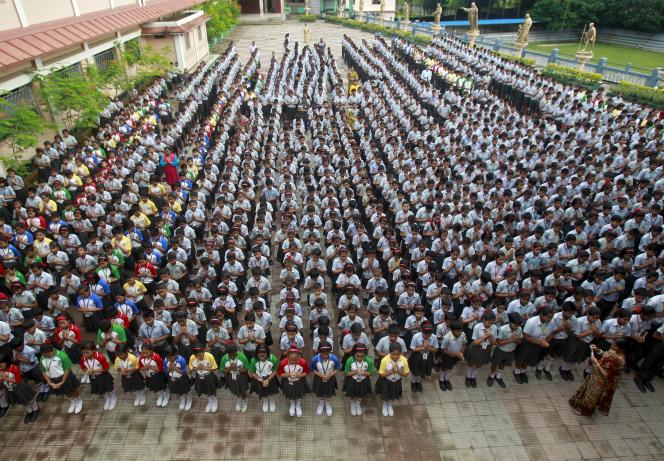 Des écoliers indiens, le 29 juillet à Agartala.