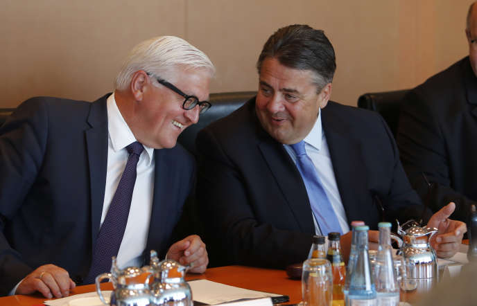 Le vice-chancelier allemand Sigmar Gabriel, à droite, et le ministre des affaires étrangères Frank-Walter Steinmeier, le 29 juillet.