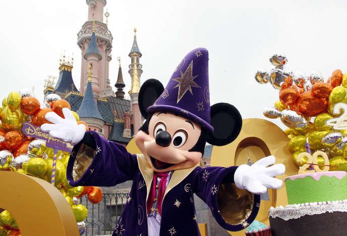 Disneyland Paris L Ue Enquete Sur Des Differences De Prix Pour Les