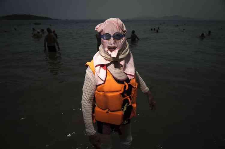 Le face-kini est également très utilisé par les femmes âgées, qui n'ont pas toujours appris à nager et complètent alors leurs tenues par un gilet gonflable ou une bouée avant de se jeter à l'eau, tout en restant près du bord de la plage.