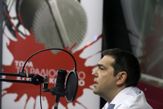La fronde au sein du parti du premier ministre grec, Alexis Tsipras, pourrait le forcer à convoquer des élections. Ce dernier a présenté mercredi 29 juillet sur radio Kokkino le scénario envisagé.