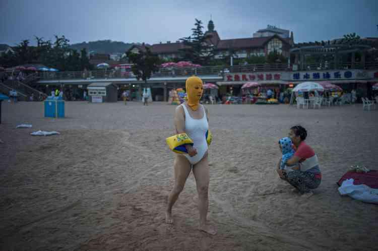 Sur la plage de Qingdao, le 24 juillet.