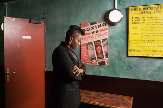 Aline Afanoukoé, DJ et présentatrice de télévision, avant d'entrer sur le plateau de The Ring, à Paris