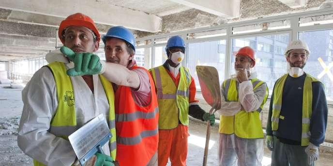 Emploi solidaire sur le chantier du siège de Clichy.
