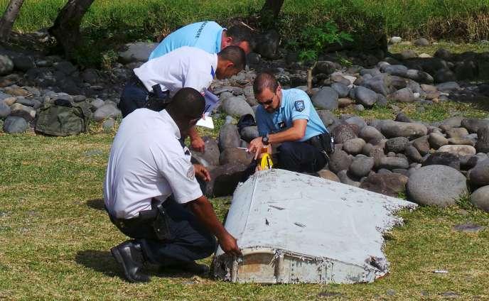 Le débris d'avion retrouvé mercredi à La Réunion.
