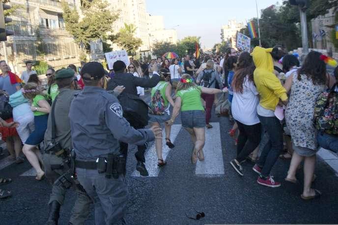 L'agresseur présumé, un juif ultraorthodoxe, avait déjà attaqué au couteau trois participants à la Gay Pride en 2005 dans la même ville.