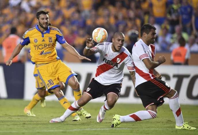 Gignac face à River Plate.