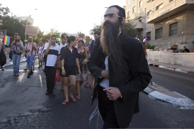 Yishai Shlissel pris en photo juste avant qu'il ne sorte un couteau.
