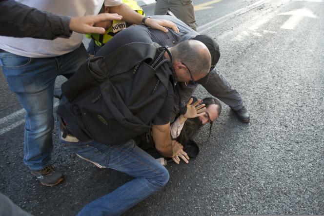 L'agresseur présumé, un juif ultra-orthodoxe, avait déjà attaqué au couteau trois participants à la Gay Pride en 2005 dans la même ville.