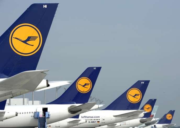Avions de la compagnie allemande Lufthansa en septembre 2014 à l'aéroport Franz-Josef-Strauss de Munich.