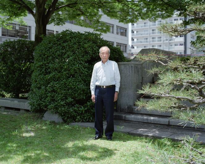 Fin juillet 2015, à Hiroshima. Koji Hisokawa, 87 ans, se tient à l'endroit même où il était le 6 août 1945 au moment où la bombe a été larguée.