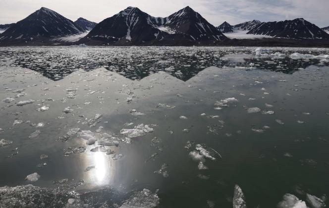 Vue du Kongsfjorden près de la base scientifique de Ny Alesund sur l'île du Spitzberg, dans l'archipel du Svalbard, en Norvège.