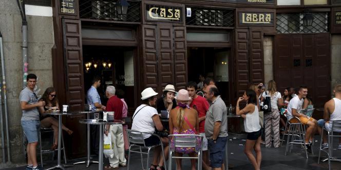 En Espagne, la baisse du nombre de sans-emploi en mars cache une explosion du travail précaire en CDD.