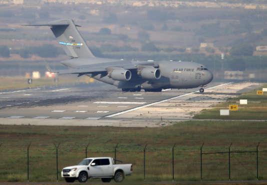 Un avion militaire américain sur la base aérienne d'Incirlik, en Turquie, le 31 juillet.