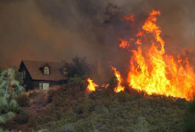 Trois maisons ont été détruites à Lower Lake, au nord de San Francisco.
