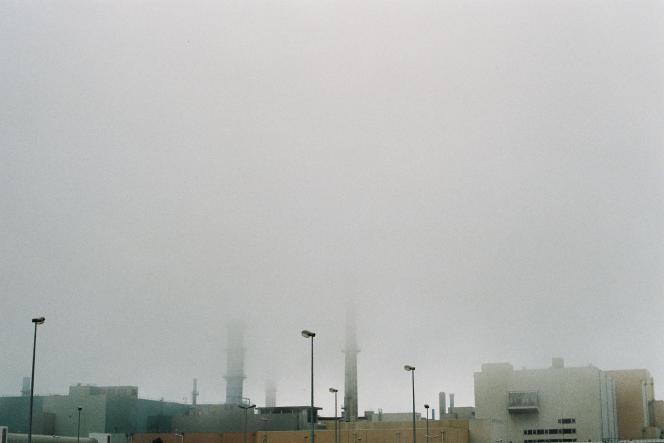 Jour de brume sur La Hague. L'usine a fasciné le duo de photographes Frankkie et Nikki.