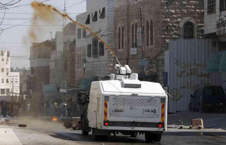 Un canon à eau israélien dans les rues de Hebron.