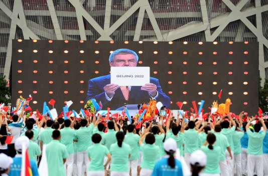 Le président du CIO, Thomas Bach, annonce la victoire de Pékin pour l'organisation des JO d'hiver 2022.