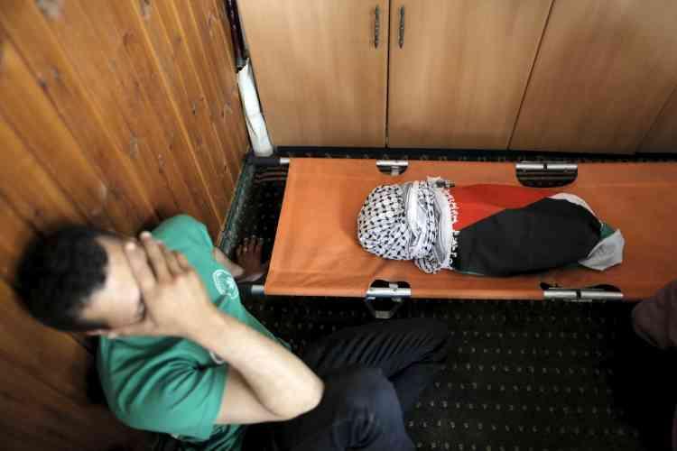 Avant les funérailles, à Douma.