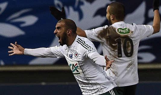 Le milieu de terrain du Red Star, Hameur Bouazza, célèbre un but inscrit contre Saint-Etienne, en Coupe de France.