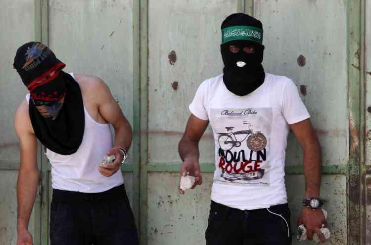 Des Palestiniens ont jeté des pierres sur les soldats et policiers israéliens à Hebron.