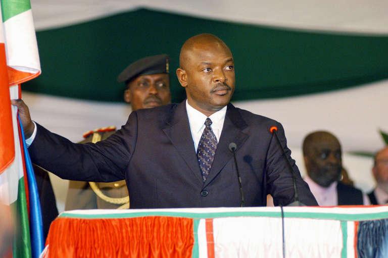 Pierre Nkurunziza, prêtant serment lors de son premier mandat en 2005.