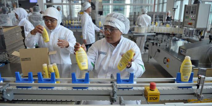 Usine de cosmétiques L'Oréal à Cikarang, en Indonésie, en novembre 2012.