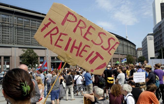 Des manifestants défendent la liberté de la presse à Berlin, le 1er août.