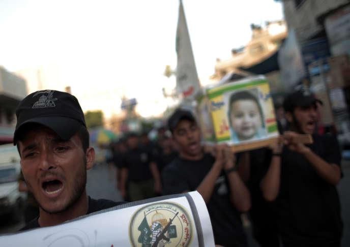Enterrement du bébé palestinien de 18 mois tué dans un incendie criminel vendredi 31 juillet.
