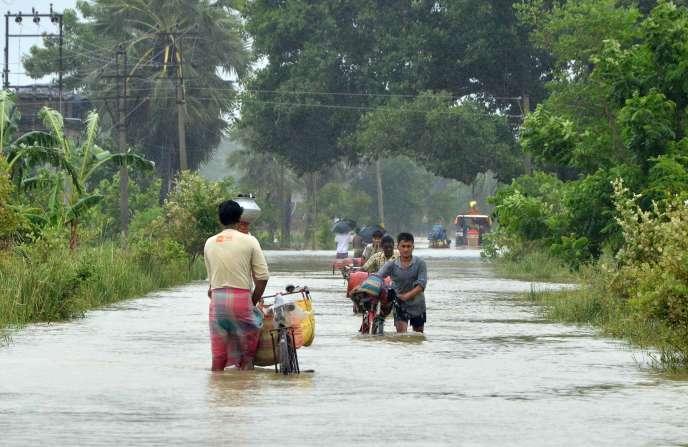Août 2015, inondations après le cyclone Komen   AFP PHOTO/STR
