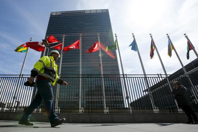 Devant le siège des Nations unies à New York, en mars 2015.