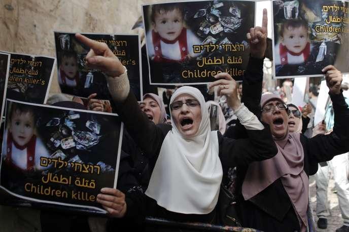 Manifestation à Jérusalem aux abords de la mosquée Al-Aqsa, dimanche 2 août pour dénoncer l'impunité des auteurs de l'incendie qui a provoqué la mort, vendredi, d'un bébé palestinien près de Naplouse.