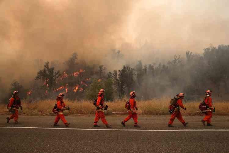 « Rocky fire » mobilise à lui seul près de 2 000 pompiers, 180 engins au sol, 4 avions bombardiers d'eau et 19 hélicoptères.