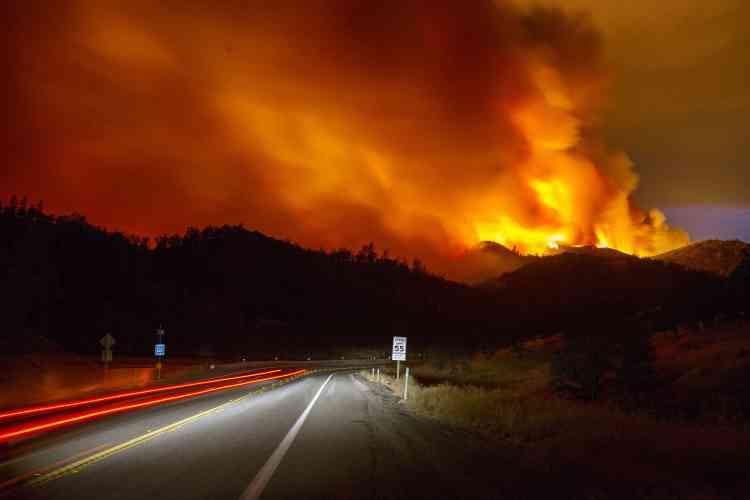 Dans le comté de Lake, à 180 km au nord de San Francisco, un incendie surnommé « Rocky fire » a déjà brûlé 3 240 hectares depuis mercredi après-midi.