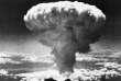 9 août 1945 : formation du champignon nucléaire après le bombardement atomique américain sur Nagasaki, dans le sud du Japon.