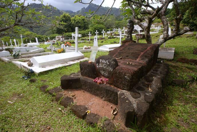 La tombe de Paul Gauguin au cimetière d'Atuona sur l'île de Hiva Oa dans l'archipel des Marquises, photographiée en mars 2005.
